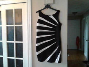 Beautiful dress size 1x - fits about size 14-16 **reduced**
