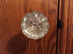 10 identical vintage glass door knobs + 1 similar