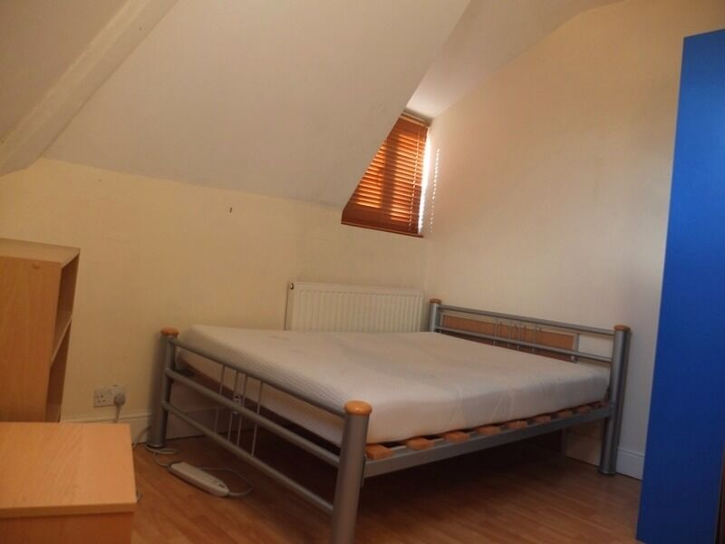 Lovely Two Bedroom Flat In Homerton!!! VIEWINGS RECOMMENDED!!!