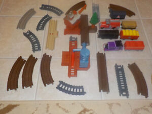 THOMAS AND FRIENDS *TRACKMASTER TRAIN LOT *25 PIECES