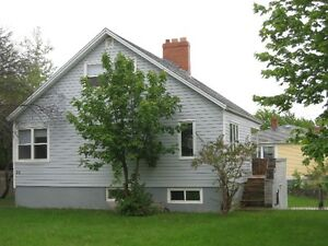 1 min to MUN, 1 female roommate needed for a 4 br house