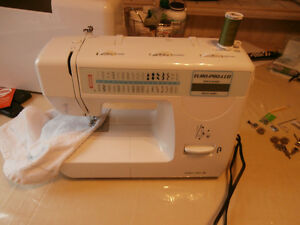 Euro Pro & 7132L Sewing Machine (32 stitch) 8 bonus feet!
