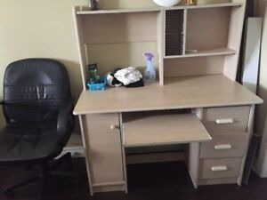 Computer Desk for Sale in very Good Condition
