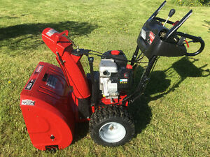 """27"""" 13.5 HP Deluxe Snowblower Electric Start and Mint Condition"""