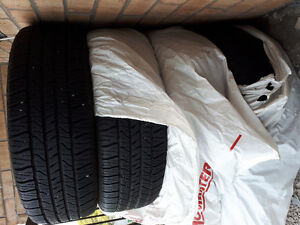 GoodYear 215/60R/17 Touring - 4 tires