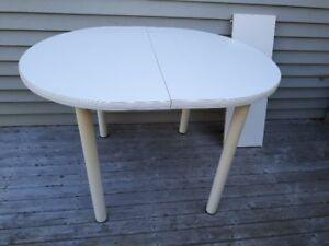 Table & chairs perfect for cottage or camp