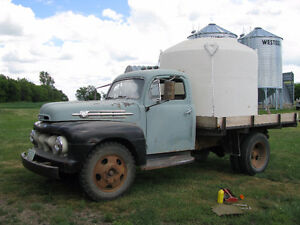 1952 Ford F4 truck