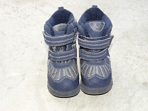 Boys Snow Shoes ( Size 7 )