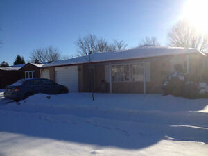 4 Bedrooms House near UOG, LCBO and Stone Rode Mall