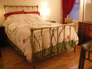 ANTIQUE BRASS DOUBLE-BED