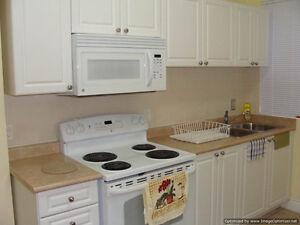 * DOWNTOWN * FURNISHED RM * UTILITIES INCLUDED * MAR. 1st