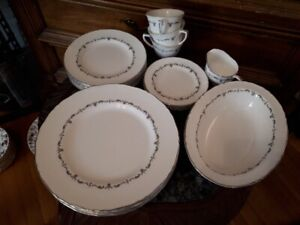 "Royal Worcester "" Silver Chantilly"" 1963 set for 6 +serving tray"
