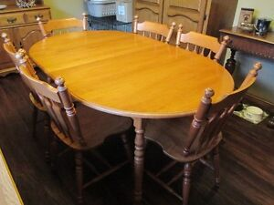 Dining Room Table and Chairs - Roxton Maple