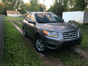 2011 Hyundai Santa Fe. Manual 6 speed. Very low km