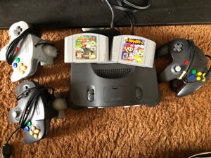 Nintendo 64 Console + 3 Controllers + 2 Rumble Pack + 2 Games