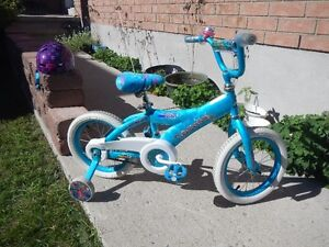 Girl's beginner bike with training wheels Kingston Kingston Area image 1