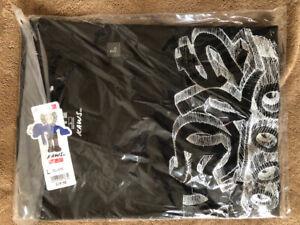 Kaws uniqloBlack T-shirt Size L