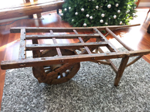 Brouette antique wheelbarrow
