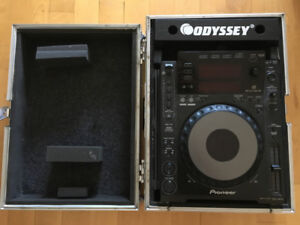 2X CDJ 900 with flight cases and rca cables and link cable