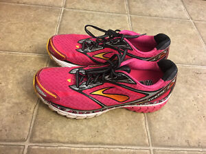 Size 11 Women's Brooks Ghost Running Shoes - barely worn. Peterborough Peterborough Area image 1