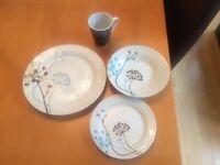 Dinner set of plates and mugs 32 piece