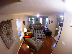 Stunning Detached 3 Bedroom Family House In Laurelwood