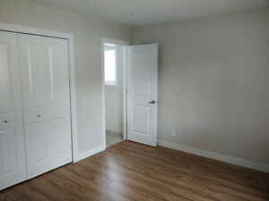 $1000 1 Bbrm w ensuite available (in a 1,300sq ft suite)
