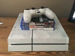 500GB White PlayStation4 (With Games)