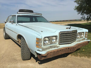 1977 Ford LTD - 460 engine - Offroad - Side by side
