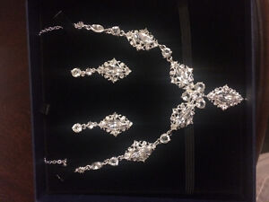 Beautiful Necklace and Eartings set - wedding/prom