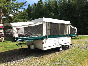 IMMACULATE 2003 COLEMAN TENT TRAILER / Newer Body Style (OBO)