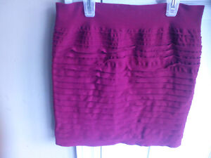 Stretchable red skirt