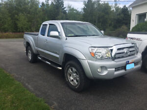 2010 Toyota Tacoma Truck 4x4 4 cylindre manuel 5 speed  55800 km