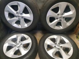 17 inch Genuine Nissan Qashqai alloy wheels