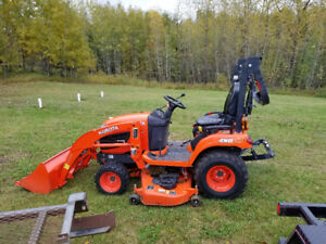 2015 Kubota BX2670 Utility Tractor with mower / snow plow