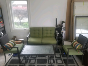 4 piece patio set. Hardly used one summer no stains!!!
