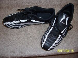 Wilson Size 5 Soccer Cleats (boys or girls)