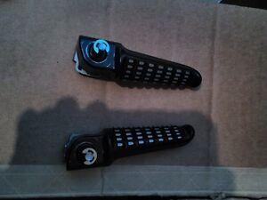 KAWASAKI ZX10R 2009 PASSANGER FOOT PEG BRACKETS LIKE NEW Windsor Region Ontario image 9