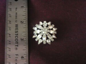 New Unused Sparkly White Rhinestone Brooch Classic