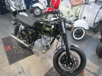 MASH BLACK 7. Retro 125 motorcycle, Learner legal