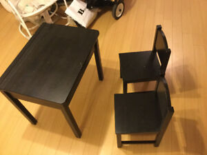 Kids desk and two chairs