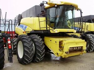 2011 New Holland CR9080 Combine London Ontario image 2