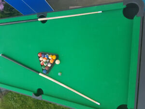 Home entertainment pool table comes with accessories