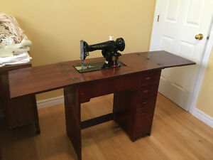 1949 SINGER SEWING MACHINE