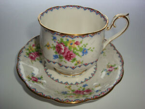 Selection of Royal Albert China in the PETIT POINT Pattern