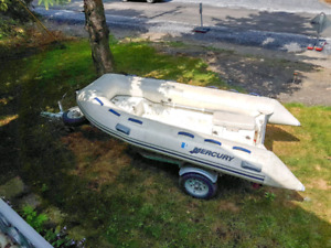 Mercury 330 inflatable boat AA330004 11 Feet + remorque