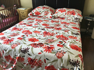 RED FLORAL 450 CT. QUEEN DUVET COVER WITH SHAMS