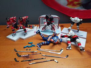 Hockey figure lot.... Gretzky... Brodeur....and more