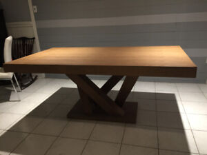 Absolutely beautiful solid wood dining table.  Never used!!