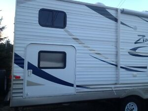 2011 Zinger travel trailer - 32ft with quad Bunkhouse and Master